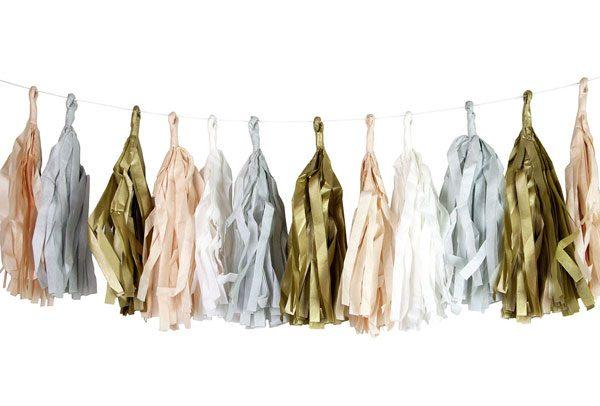 Tassels en colores gold, light pink, white and light blue diseñados por Talking Tables