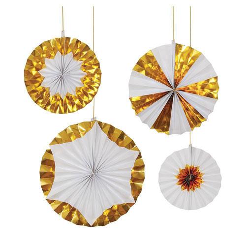4 fans en color blanco y dorado diseñados por Meri Meri