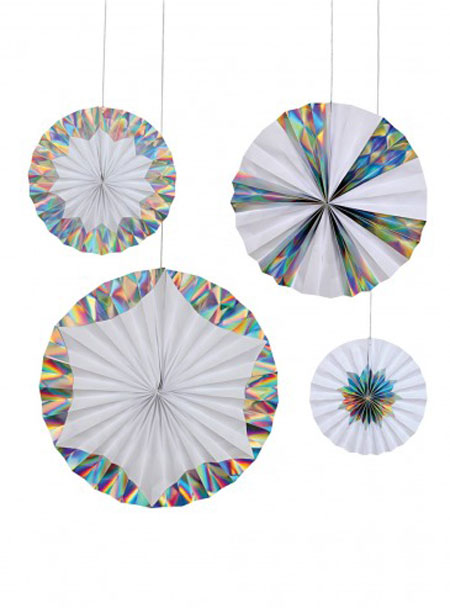 4 fans en color blanco e iris diseñados por Meri Meri