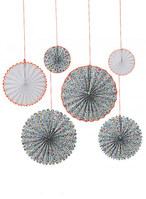 6 fans con estampado en flores por diseñados por Meri Meri