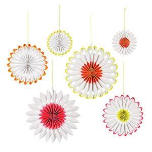 6 fans con estampado en flores diseñados por Meri Meri.