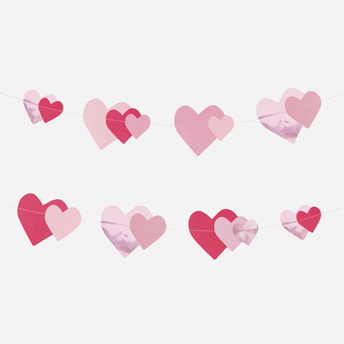 Guirnalda de 3 metros de papel y foil con con corazones rosados diseñada por My Little Day.