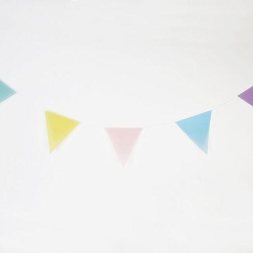 Guirnalda de 3 metros de papelcon banderas en forma de triángulos, en colores pastel, diseñada por My Little Day