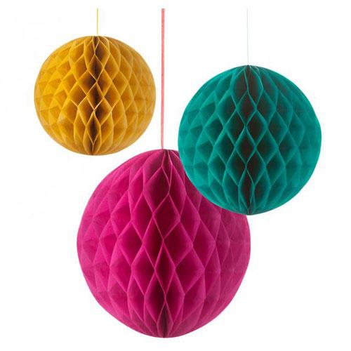 Kit de 3 Honeycombs o, bola nido de abeja, en tres tonalidades, diseñados por Talking Tables.