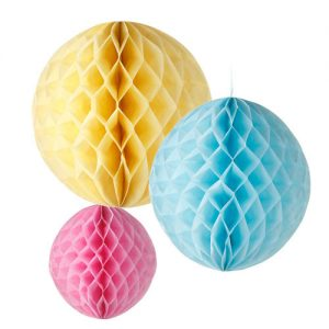 Kit de 3 Honeycombs o, bola nido de abeja, en colores pastel, diseñados por Talking Tables.