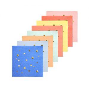 Servilletas en colores variados con estrellas doradas diseñadas por Meri Meri