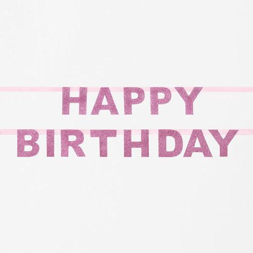 Guirnalda de letras rosas formando la palabra Happy Birthday diseñada por My Little Day.