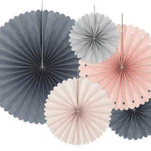 5 fans de 4 colores y 5 medias diferentes. Son ideales para colgarlos del techo o de un photocall, perfectas para culaquier evento elegante.
