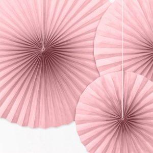 3 fans de color rosa claro. Son ideales para colgarlos del techo o de un photocall, bodas o fiestas de cumpleaños.