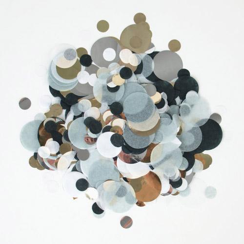 Confetti en diferentes tonalidades de negro y gris diseñado por My Little Day.