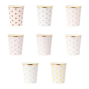 8 vasos en 8 tonalidades pastel con corazones diseñados por Meri Meri.
