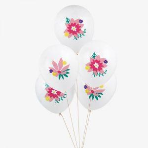 5 globos blancos con Flores, diseñados por My Little Day. Son ideales para un cumpleaños o fiestas de primavera. Tiene una capacidad de helio de 0,015m3.