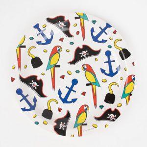 8 platos de cartón de piratas diseñados por My Little Day. Estos platos son ideales para una fiesta infantil.