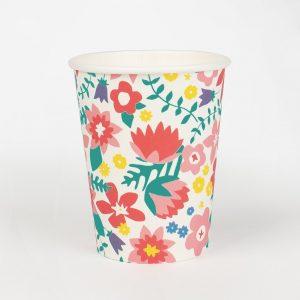 8 vasos de cartón con flores diseñados por My Little Day. Estos vasos son ideales para fiestas de primavera.