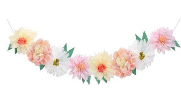 Guirnalda con flores hecho a mano con papel de seda, con detalle de lámina de oro, diseñada por Meri Meri. Es ideal para decorar una fiesta al aire libre o para fiestas inspiradas en la primavera.