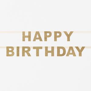 Guirnalda de letras dorado formando la palabra Happy Birthday diseñada por My Little Day. Fantástica para celebrar cumpleaños gracias a su tono brillante.