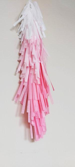 Tassels Guirnaldas flecos Hand Made. Guirnaldas de flecos que no tienes que manipular para tenerlas listas... Te preguntarás ¿cómo? Pues muy fácil. Sólo tienes que sacarlas del paquete, sacudirals bien sin miedo, y ¡lista para decorar!